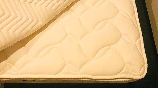 多数のポケットコイルを敷き詰めることにより耐圧分散性を高め理想的なヒトの寝姿勢と快適性を実現