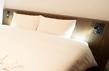 コンセント付ベッド