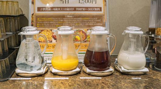 ラッシーやチャイ、オレンジジュースなど豊富な種類の飲み物