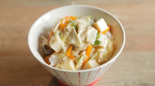 京都産野菜の湯葉あんかけ(国産のこしひかりご飯に乗せています)