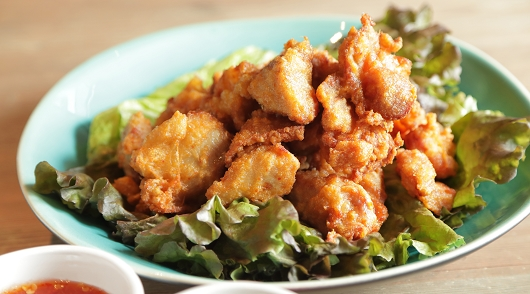 京都最高と名高い鶏唐揚げ(2種のディップ)
