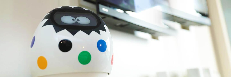 AIコミュニケーションロボット 客室コンシェルジュ「タピア」