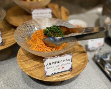 Pick UP!今月のスタッフおすすめ料理~人参と水菜のナムル~  シャキシャキ人参にしっかり味が染みていてとっても美味しい&ヘルシーです♪