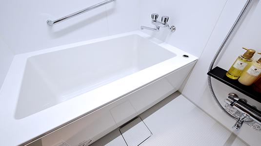 全室バス・トイレ別、こどもも一緒に入れる広いお風呂